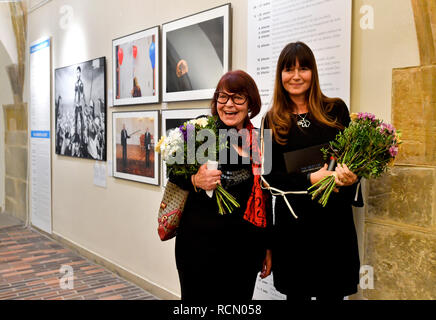 Prague, Czech Republic. 15th Jan, 2019. Opening of exhibition The Best of Czech Press Photo, marking 25 years of the photographic competition, in Prague, Czech Republic, on January 15, 2019. On the photo are seen L-R founder and former director of the competition Daniela Mrazkova and current director of the competition Veronika Souralova. Credit: Vit Simanek/CTK Photo/Alamy Live News - Stock Image