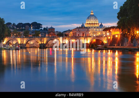 Saint Peter Cathedral at night in Rome, Italy. - Stock Image