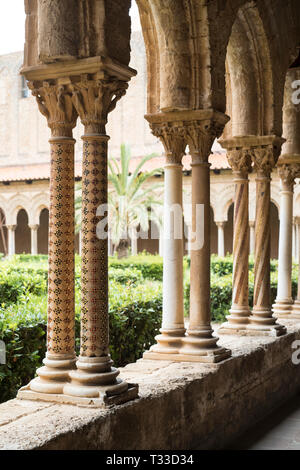 Cloisters columns and mosaics at cathedral Basilica Cattedrale Parrocchia Santa Maria Nuova in Monreale, Sicily - Stock Image