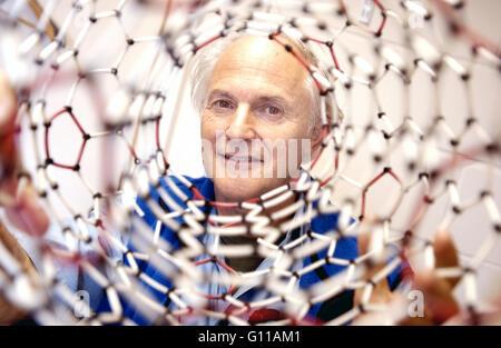 Sussex University, Brighton, England, UK. September 2004. Portrait of Sir Harry Kroto, one of the team of chemists - Stock Image