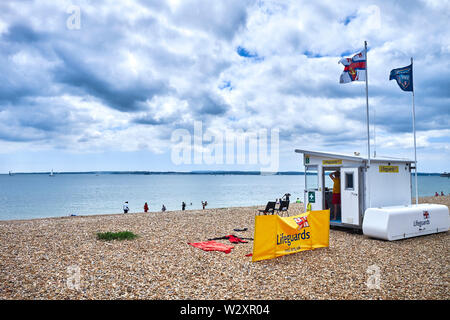 Dark clouds over the beach at Southsea with the RNLI lifeguards lookout post - Stock Image