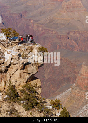 Tourists at Trail View Point. Grand Canyon National Park, Arizona. - Stock Image
