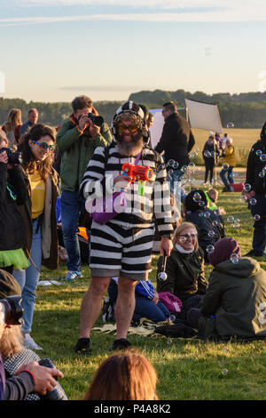 Stonehenge, Amesbury, UK, 21st June 2018,   Man in costume entertaining people with a bubble blower at the summer solstice  Credit: Estelle Bowden/Alamy Live News. - Stock Image