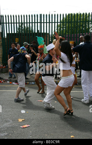 People Dancing in the Street at the Notting Hill Carnival Parade 2009 - Stock Image