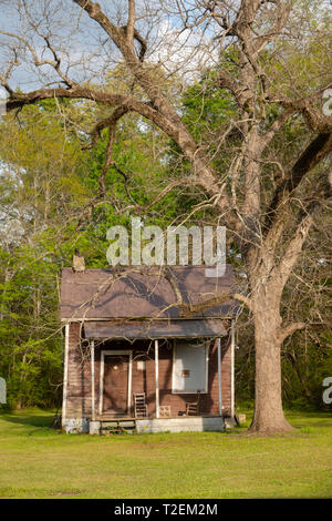 USA Alabama Newbern a shack of a house along a rural road in southern AL - Stock Image