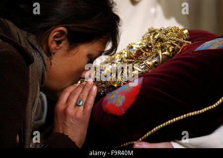 Notre-Dame de Paris cathedral. Adoration of the holy crown of thorns worn by Jesus Christ during the Passion. - Stock Image