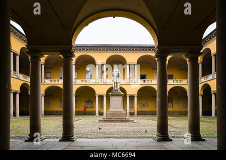 Courtyard of the University of Pavia, Italy, c. 1770s-1790s, with statue of Alessandro Volta. - Stock Image