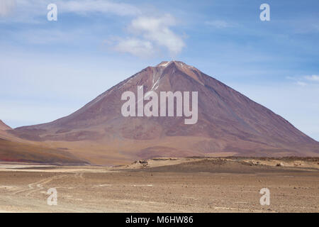 Licancabur volcano from Bolivian side - Stock Image