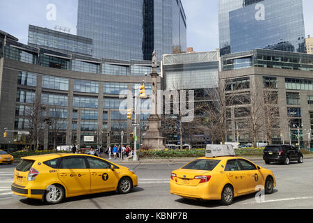 Yellow taxi cabs and pedestrians at Columbus Circle. - Stock Image