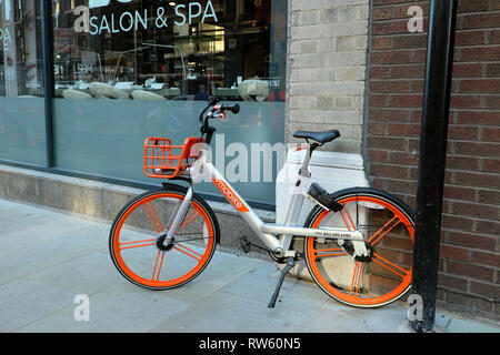 A dockless public bike share Chinese Mobike parked on the pavement on Long Lane in the City of London EC2 England UK  KATHY DEWITT - Stock Image