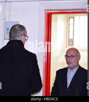 Reading, Berkshire, UK 4th Dec, 2016 Reading Prison . Rupert Everett ,Actor (left) speaks  to Alan Yentob British - Stock Image