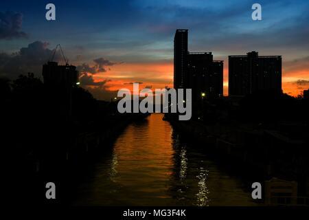 Sunset at Phra Sri Charoen Canal Bangkok, Thailand. - Stock Image