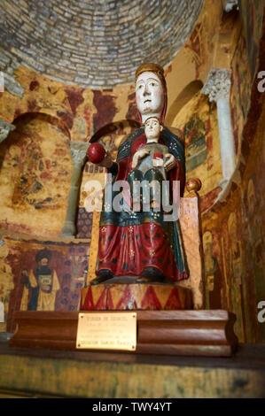 Romanesque wood sculpture with virgin and child of Santa María de Iguácel in Garcipollera valley (Larrosa, Huesca, Aragón, Pyrenees, Spain) - Stock Image