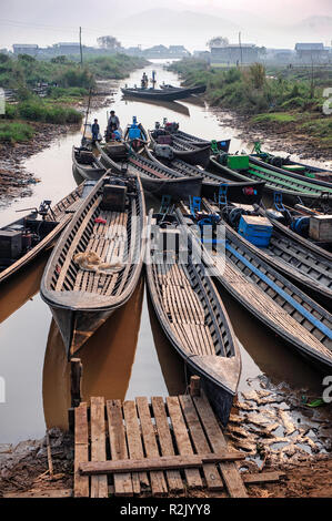 Boats docked at the Phaung Daw OO market, Taunggyi, Shan State, Myanmar - Stock Image