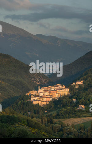View of the village of Preci at sunset, Valnerina, Umbria, Italy, Europe - Stock Image