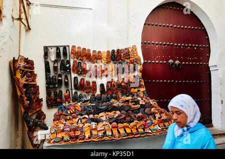 Traditional moroccan shoes for sale in the medina of Fez, Morocco - Stock Image