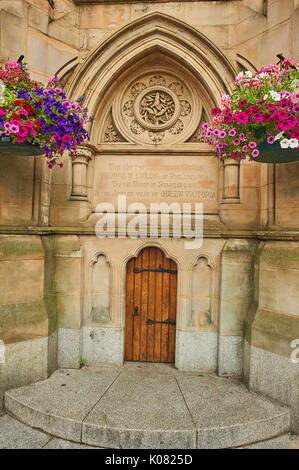 Floral hanging baskets on the American Fountain in Stratford upon Avon - Stock Image