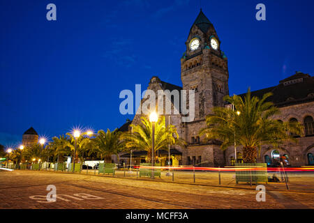 Metz train station at the evening blue hour. - Stock Image