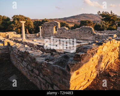 Ruined wall build by the ancient greeks on the island of Thassos, Greece (Aliki Marble Port) - Stock Image