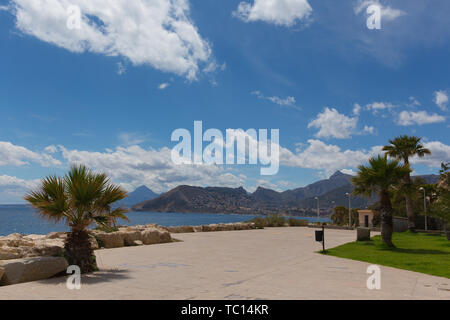 Calpe Spain paseo at foot of Penon de Ifach landmark rock with view of mountains - Stock Image