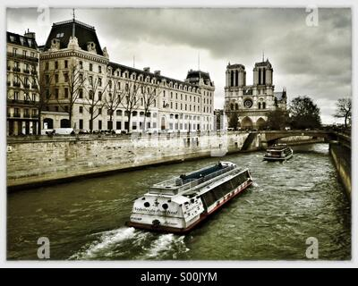 River Seine and Notre Dame, Paris, France on a cloudy winter day. - Stock Image