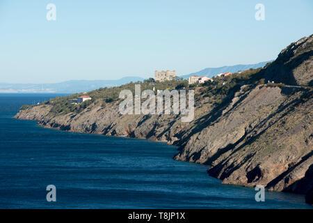 Kroatien, Kvarner Bucht, Senj, Blick von Süden über die Steilküste zur Festung Nehaj - Stock Image