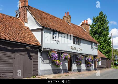 16th century The Red Lion Pub, St Marys Road, Langley, Berkshire, England, United Kingdom - Stock Image