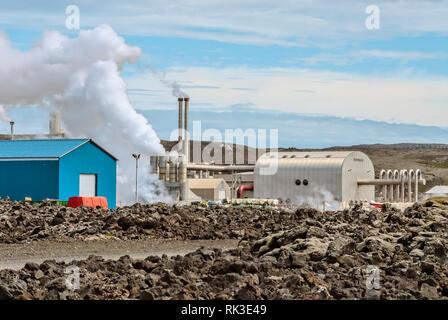 Erdwaerme Kraftwerk an der Blue Lagoon, Island | Geothermal power station at the Blue Lagoon, Iceland - Stock Image