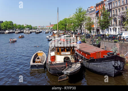 Boats on the river Amstel in Amsterdam, Netherlands - Stock Image