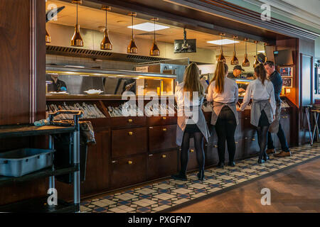 Wetherspoon,Waitresses,Collecting Food,Kitchen,Serving Hatch - Stock Image