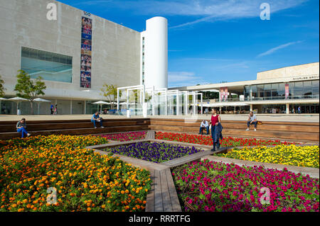 Colourful flower garden at HaBima square, Tel Aviv. In the background, Habima national theatre (left) and Charles Bronfman Auditorium (right) - Stock Image