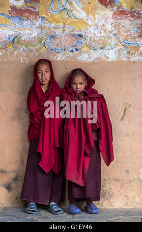 Young Buddhist monks at Gangtey monastery Bhutan - Stock Image