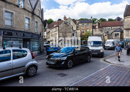 Stationary and very slow moving traffic snarled up at the roundabout in the Wiltshire town of Bradford on Avon where Market Street joins Silver Street - Stock Image