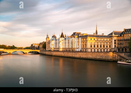 Pont Neuf and Seine river at sunny summer sunset, Paris, France - Stock Image
