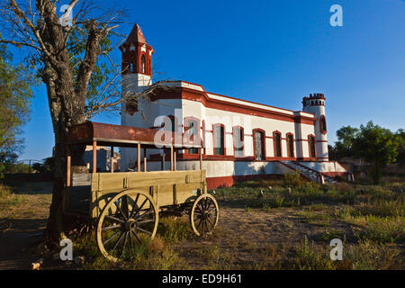 The abandoned PATRONS HOUSE in historic MINERAL DE POZOS which was once a large mining town - MEXICO - Stock Image