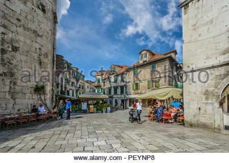 Locals and tourists gather on a sunny morning in early autumn at the Fruit Square of Diocletian's Palace in the ancient city of Split, Croatia - Stock Image