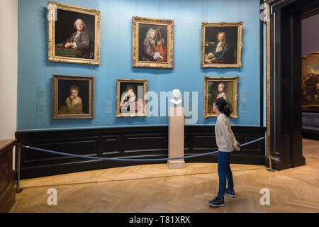 Young woman art, view of a young woman looking at 18th century portraits in the Kunsthistorisches Museum in Vienna, Austria. - Stock Image