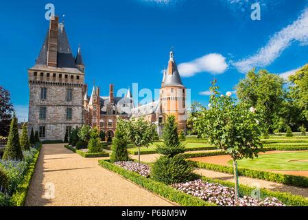 France, Centre Val de Loire, Eure et Loir, Chateau de Maintenon and French formal garden - Stock Image