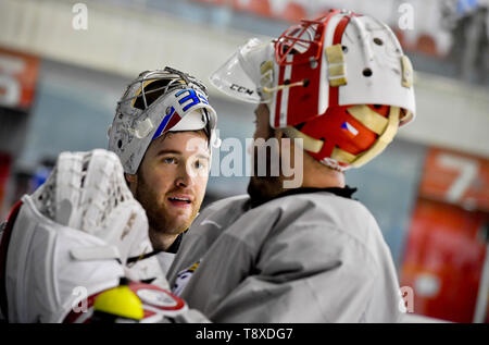 Bratislava, Slovakia. 15th May, 2019. Czech players L-R Pavel Francouz and Simon Hrubec attend a training session of the Czech national team within the 2019 IIHF World Championship in Bratislava, Slovakia, on May 15, 2019, one day prior to the match against Latvia. Credit: Vit Simanek/CTK Photo/Alamy Live News - Stock Image