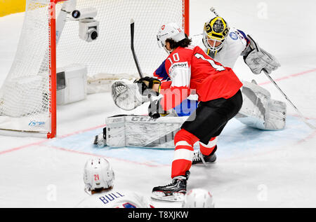 Bratislava, Slovakia. 15th May, 2019. Andres Ambuhl (SWE), in red, scores against goaltender Henrik Holm (NOR) in the match between Switzerland and Norway within the 2019 IIHF World Championship in Bratislava, Slovakia, on May 15, 2019. Credit: Vit Simanek/CTK Photo/Alamy Live News - Stock Image