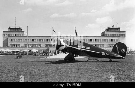 A Lockheed 9B Orion of Swissair on the apron of the Munich airport Oberwiesenfeld. The numerous spectators in the background and that this aircraft was at that time the fastest in the world, suggests a possible air show on this day. - Stock Image
