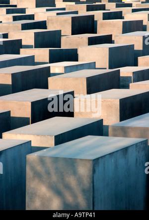 Berlin center holocaust memorial people beton stelen architect Peter Eisenmann - Stock Image