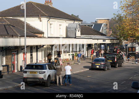 Commuters at Winchester train station in Hampshire, England - Stock Image