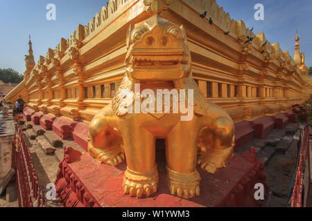 Golden lion at the corner of the Shwezigon pagoda - Stock Image