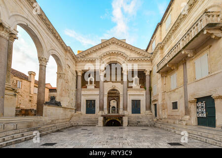 Early morning at the peristyle or peristil inside Diocletian's Palace in the old town section of Split Croatia - Stock Image