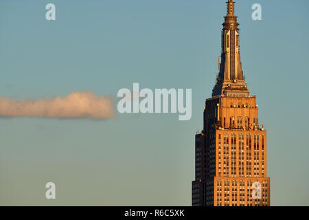 Top of the Empire State Building skyscraper in sunset light. Midtown Manhattan, New York City, USA - Stock Image