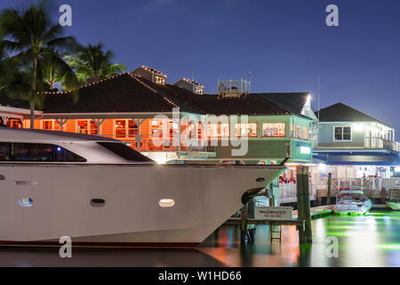 Fort Lauderdale Ft. Florida 15th Street Fisheries restaurant Intracoastal Waterway Stranahan River marina waterfront yacht water - Stock Image