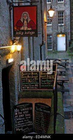 The Jolly Judge Pub, off Lawnmarket and Royal Mile, High St,Edinburgh Old Town, Scotland, UK - Stock Image