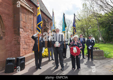Holy Trinity Church, Chesterton, UK. 8 May 2015. Members of the Royal British Legion with the urn containing the - Stock Image