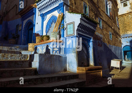 Chefchaouen, Morocco : A fountain in the blue-washed alleyways of the medina old town. - Stock Image